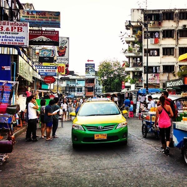 Rua de feira livre no centro da cidade